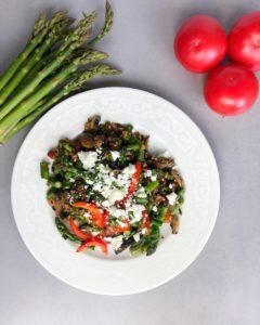 Przepis szparagi z kaszą i pieczarkami